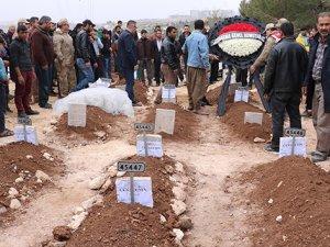 Kazada ölen 9 kişi gözyaşlarıyla defnedildi