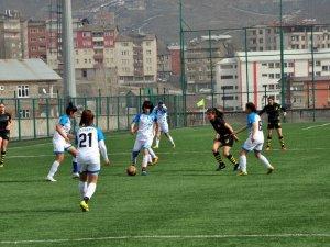 Hakkarigücü- Sivas Gazi Lisesi Spor'u 5-1 mağlup etti