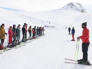 Hakkari'de 10 bin öğrenci kayak eğitimi  görecek