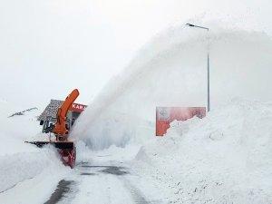 2 bin 985 rakımda karla mücadele çalışması!