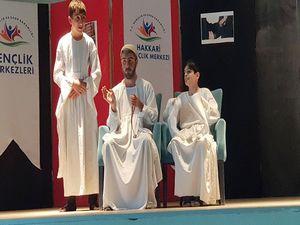 Hakkari'de gençler arası tiyatro yarışması
