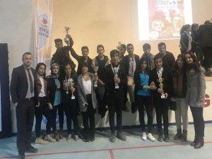 Hakkari'de gençler arası şiir okuma yarışması
