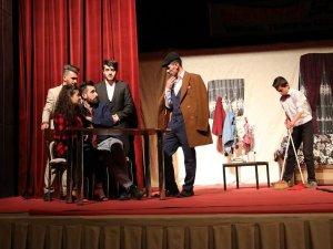 """""""Dokuz canlı"""" adlı tiyatro oyunu sahnelendi"""