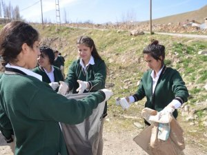 Öğrenciler çevre temizliği yaptı!