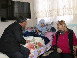 Vali eşi Dr. Funda Toprak'tan yaşlılara ziyaret
