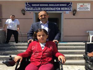 Engellilerin akülü tekerlekli sandalye sevinci
