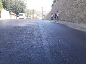 Çukurca'da aşırı sıcaklar asfalt eritti