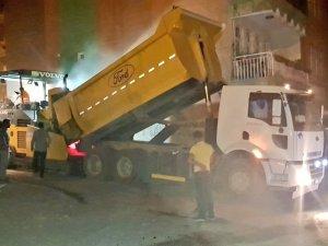 Hakkari'de asfalt çalışması gece'de sürdü