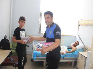 Hakkari TDP ve TEM polisi hasta çocukları sevindirdi