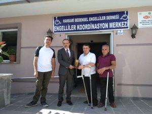 Engelliler'den Başkan Epcim'e teşekkür plaketi