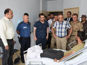 Vali Toprak'tan yaralı güvenlik güçlerine ziyaret