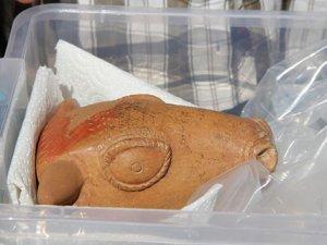 3500 yıllık boğa biçimli içme kabı bulundu.