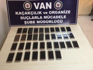 37 adet kaçak cep telefonu ele geçirildi