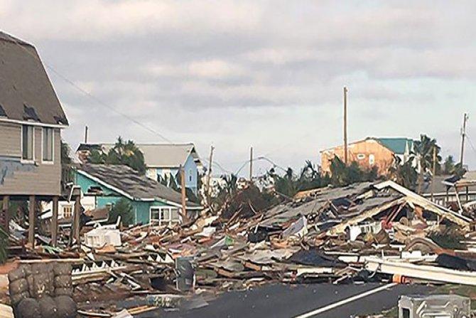 Kasırga arkasında hayalet bir şehir bıraktı