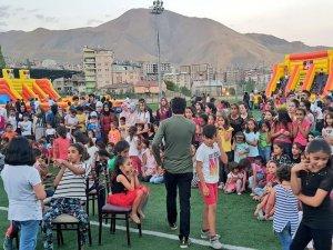 Mega şişme oyun parkı etkinliğine davet