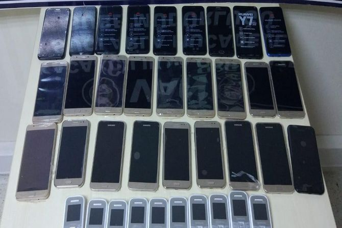 62 adet kaçak cep telefonu ele geçirildi