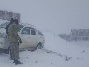 VEDAŞ ekibi kar ve tipiye yakalandı
