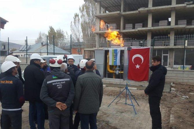 Çaldıran ilçesinde doğalgaz meşaleleri yakıldı