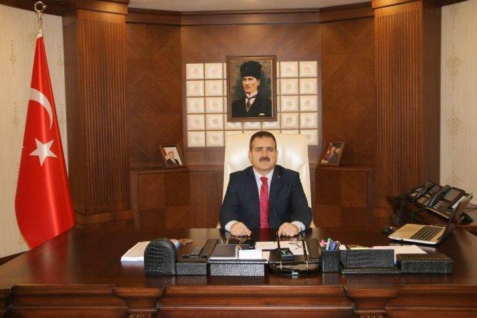 Hakkari Valisi Akbıyık'tan 10 Kasım Atatürk Anma mesajı