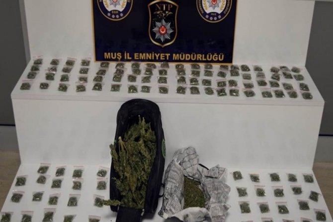 Polisten uyuşturucu tacirlerine darbe!