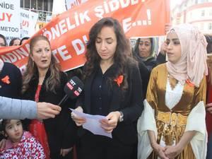 Hakkarili Ak kadınlar kadın şiddetine karşı yürüdü