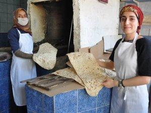 Genç kızların tandır ekmeğine rağbet