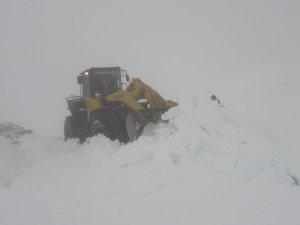 Hakkari'de kapalı köy yolları ulaşıma açıldı
