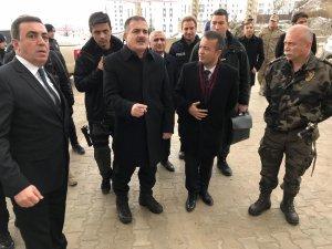 Vali Akbıyık, Yüksekova'da incelemelerde bulundu