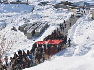 Çukurca'da doğa yürüyüşü düzenlendi