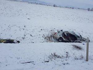 Kamyonla otomobil çarpıştı: 3 ölü!