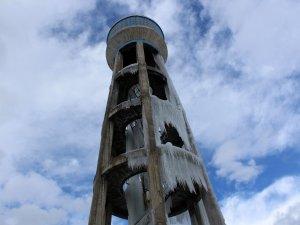 Su deposu buz kulesine dönüştü