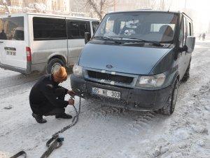 Yüksekova buz tuttu