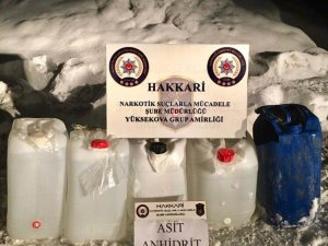 Yüksekova'da 102 litre asitanhidrit ele geçirildi