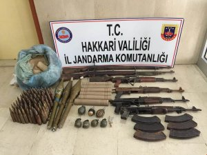 Çukurca Kazan'da silah, mühimmat ele geçirldi