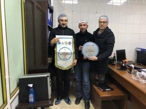 """Hakkari'de örnek esnafa """"TEHİP bayrağı """" ödülü"""