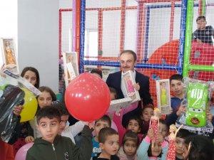 Başkan Epcim, çocuklara çeşitli hediyeler dağıttı