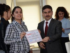 Hakkari Kadın Derneğinden sertifika töreni