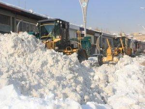 10 yerleşim yerinde karla mücadele sürüyor