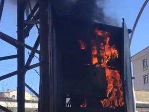 Yüksekova'da elektrik trafosu yandı
