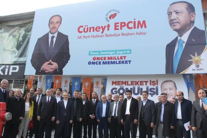 MHP Grup Başkan Vekili Akçay Hakkari'de