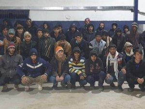 15 kişilik minibüsten 40 kaçak göçmen çıktı