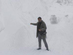 Hakkari'de 44 yerleşim yeri ulaşıma kapandı