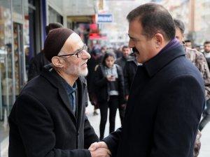 Vali Akbıyık, vatandaşın Miraç kandilini kutladı