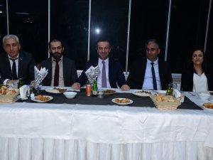 Hakkari'de avukatlar günü halaylarla kutlandı