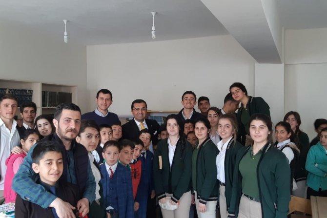 Sınırındaki Güvenli köyüne 500 kitap desteği