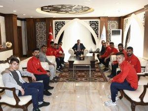 Sportif faaliyetler kulübün'den Vali Akbıyık'a ziyaret