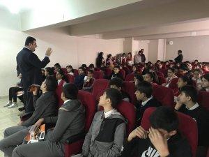 Hakkari'de 500 öğrenciye mesleki eğitim tanıtıldı