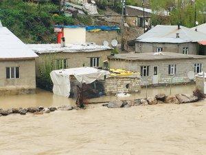 Zap suyu debisi köylüler evlerini terk etti