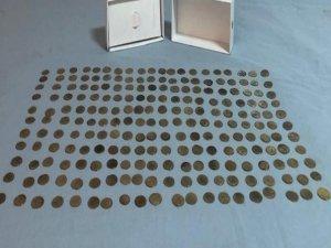220 adet altın sikke ele geçirildi