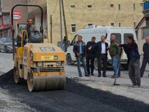 Belediye asfalt yama çalışmalarına başladı